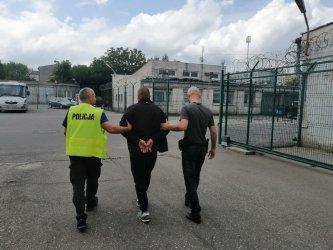 Pracownicy sortowni kradli sprzęt z przesyłek