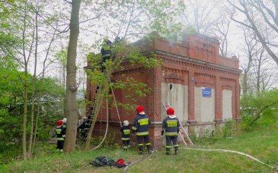 Pożar w byłej stacji wąskotorówki w Poniatowie