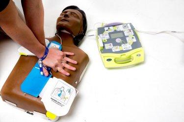 W Piotrkowie pojawi się 15 defibrylatorów