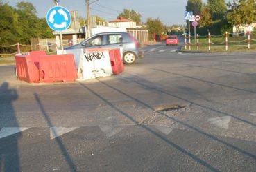 Dziury na skrzyżowaniu Polnej i Kostromskiej
