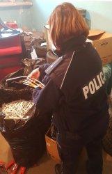 Policja zabezpieczyła kontrabandę i amfetaminę