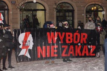 Piotrkowski Strajk Kobiet: Grzeczne już byłyśmy!