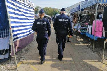 Policjanci sprawdzają czy przestrzegamy obostrzeń. Posypały się mandaty