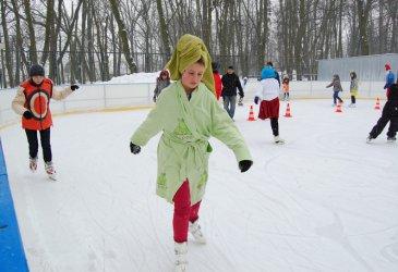 Konkursy i karnawałowa zabawa na lodowisku