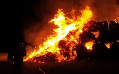 Na krańcach Piotrkowa płonęły bele słomy