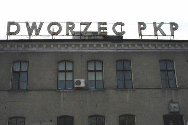Raport NIK: Zły stan piotrkowskiego dworca PKP