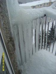Piotrków: Setki kilogramów lodu na balkonach
