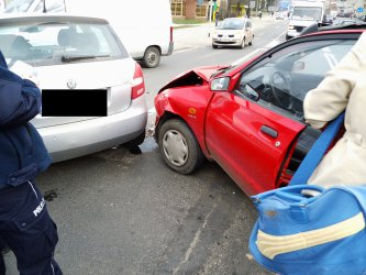Skoda zderzyła się z mazdą - kierowcy byli trzeźwi