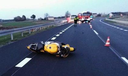 Motocyklista uderzył w bariery ochronne na moście. 30-latek nie żyje