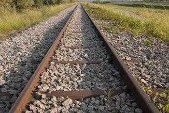 Pociąg najechał na leżącego na torach człowieka