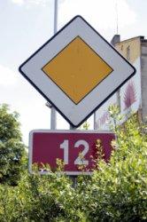 Piotrków: Drogi krajowe w mieście w końcu oznakowane!