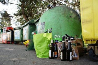 W Sulejowie znów rosną stosy śmieci