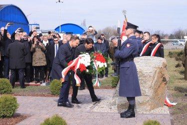 Prezydenci Polski i Węgier uczcili pamięć E. Sziklaya [GALERIA]