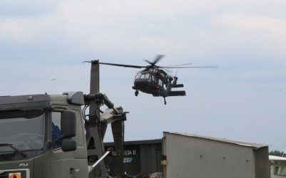 Dwa śmigłowce Black Hawk wylądowały w Piotrkowie