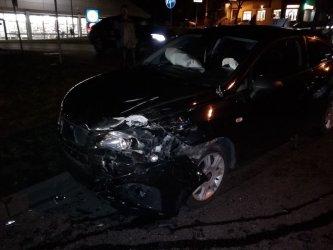 Trzy auta osobowe zderzyły się przy Lidlu