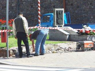 Remontują murek w centrum