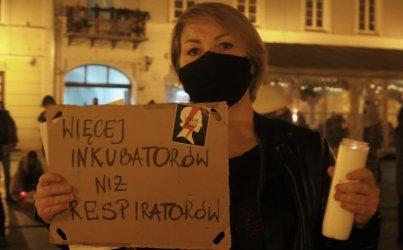 Kilkaset osób protestowało w Rynku Trybunalskim