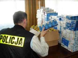 Policjanci odebrali 1,5 tys. paczek papierosów
