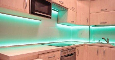 Jak wykorzystać taśmę LED w oświetleniu pokoju?
