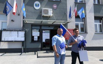 Brak unijnej flagi wywołał kontrowersje
