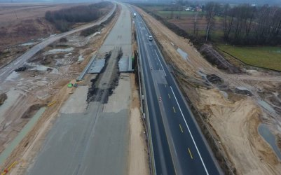 Remont nawierzchni na budowanej A1 między Piotrkowem a Kamieńskiem