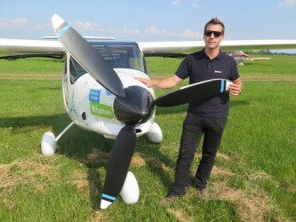 Elektryczny samolot wylądował na piotrkowskim lotnisku