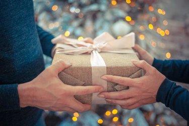Świąteczne inspiracje prezentowe - najlepsze prezenty w niskich cenach