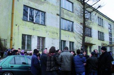 Piotrków: Dawny biurowiec Piomy nadal stoi pusty