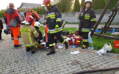 Pożar kotłowni na posesji w Podkałku. Mężczyzna z ciężkimi poparzeniami