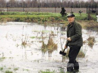 Woda znów zalewa działki mieszkańców Brzeźnickiej