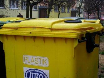 """Sprawy """"śmieciowe"""" teraz załatwisz przy ul. Szkolnej"""