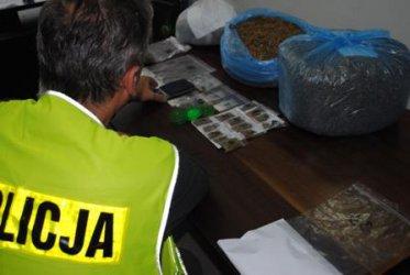 Piotrków: Zatrzymali 7 osób za handel narkotykami