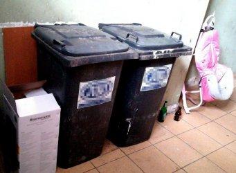 Czy śmieci zniknęły z klatki schodowej?
