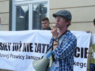 Mniej urzędników, więcej żołnierzy! - pikieta KNP w Piotrkowie