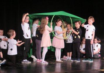 Przedszkolaki prezentowały się na piotrkowskiej scenie