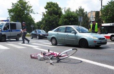 Dwa wypadki w Piotrkowie. Poszkodowani kobieta i dziecko