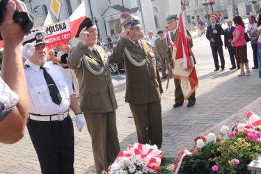 Kwiatami i hymnem uczcili powstańców Warszawy