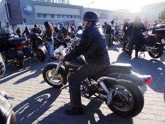 Parada motocykli ulicami miasta