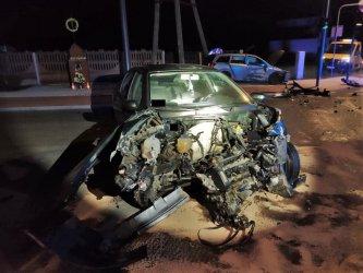 Dwie osoby ranne po wieczornym zderzeniu osobówek