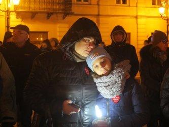 Piotrkowianie zapalili świeczki dla Pawła Adamowicza