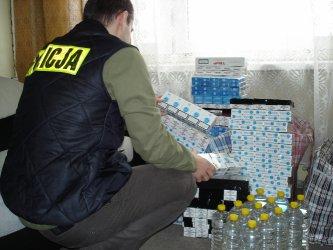 Piotrków: Nielegalne papierosy w bagażniku