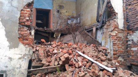 Przy Pereca w Piotrkowie runęły dwa piętra