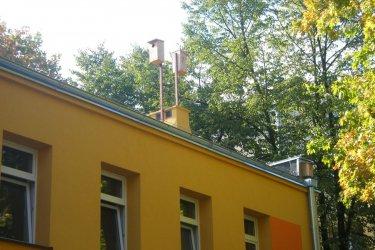 Budki lęgowe na dachu piotrkowskiego przedszkola