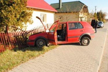 Ukradł samochód znajomej i pijany wjechał w płot
