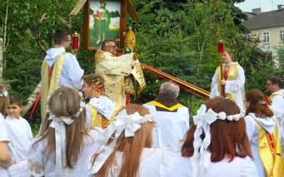 Boże Ciało w Piotrkowie. Wierni uczestniczyli w procesji
