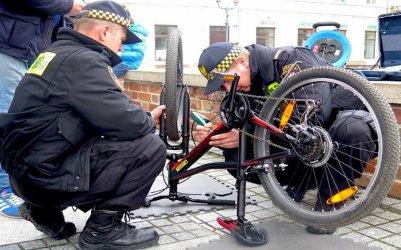 Oznakuj swój rower. Akcja piotrkowskiej straży miejskiej