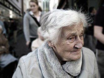 ZUS ostrzega seniorów przed podejrzanymi telefonami w sprawie 14. emerytury