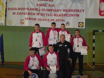 Triumf młodych zapaśników AKS