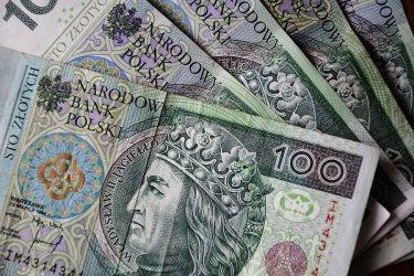 Piotrkowski MOPR przyjął już tysiące wniosków na rządowe świadczenia