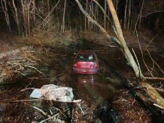 Wypadek samochodowy w Woli Bykowskiej. Kierujący uciekł z miejsca zdarzenia
